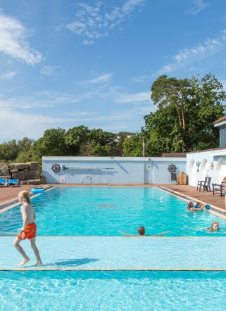 Family-friendly outdoor swimming pool at Dorset hotel Knoll House